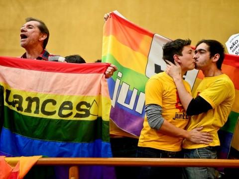 Beijo gay em Porto Alegre. (Foto: Guilherme Almeida/CMPA)