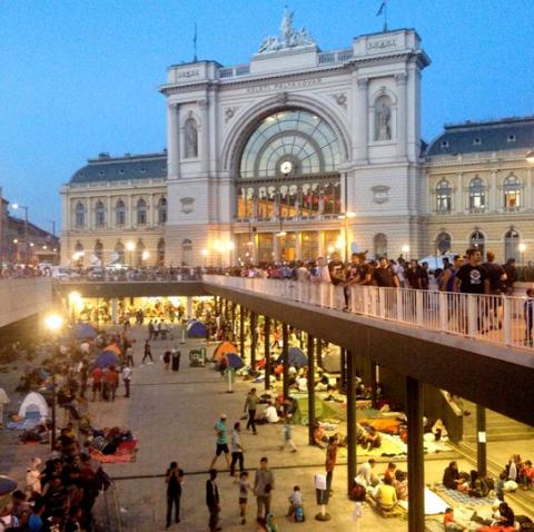 Estação em Budapeste. As várias estações da cidade estão cheias de refugiados.